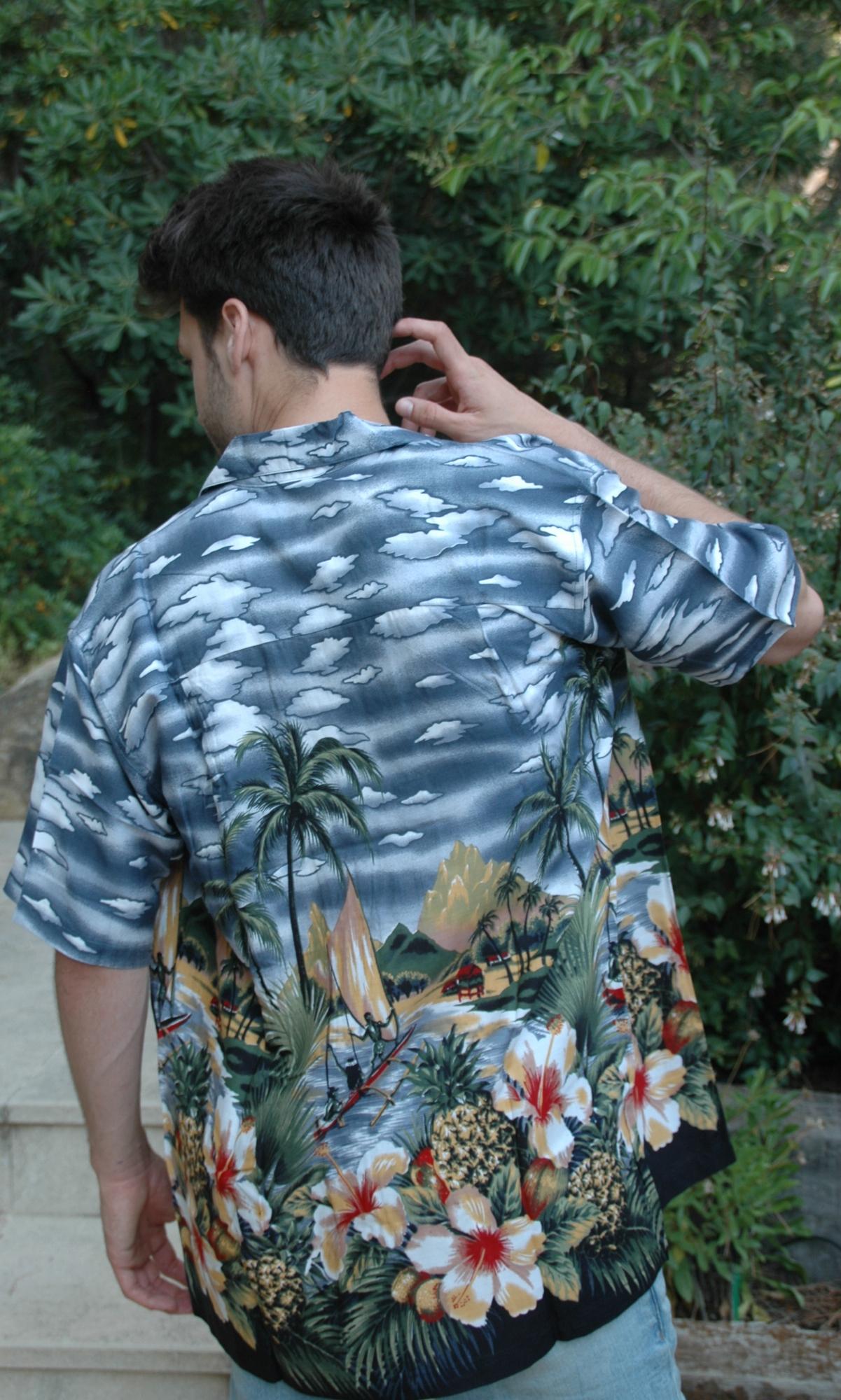 hombre camisa hawaiana autentica